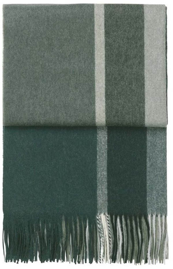 Elegant throw in luxurious alpaca wool in green