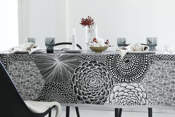 Large table cloth in washed linen in black and white